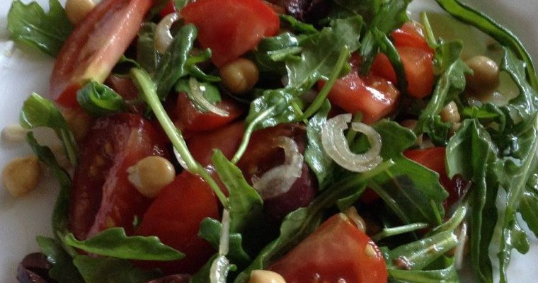 Summer rocket, chickpeas and tomatoes salad