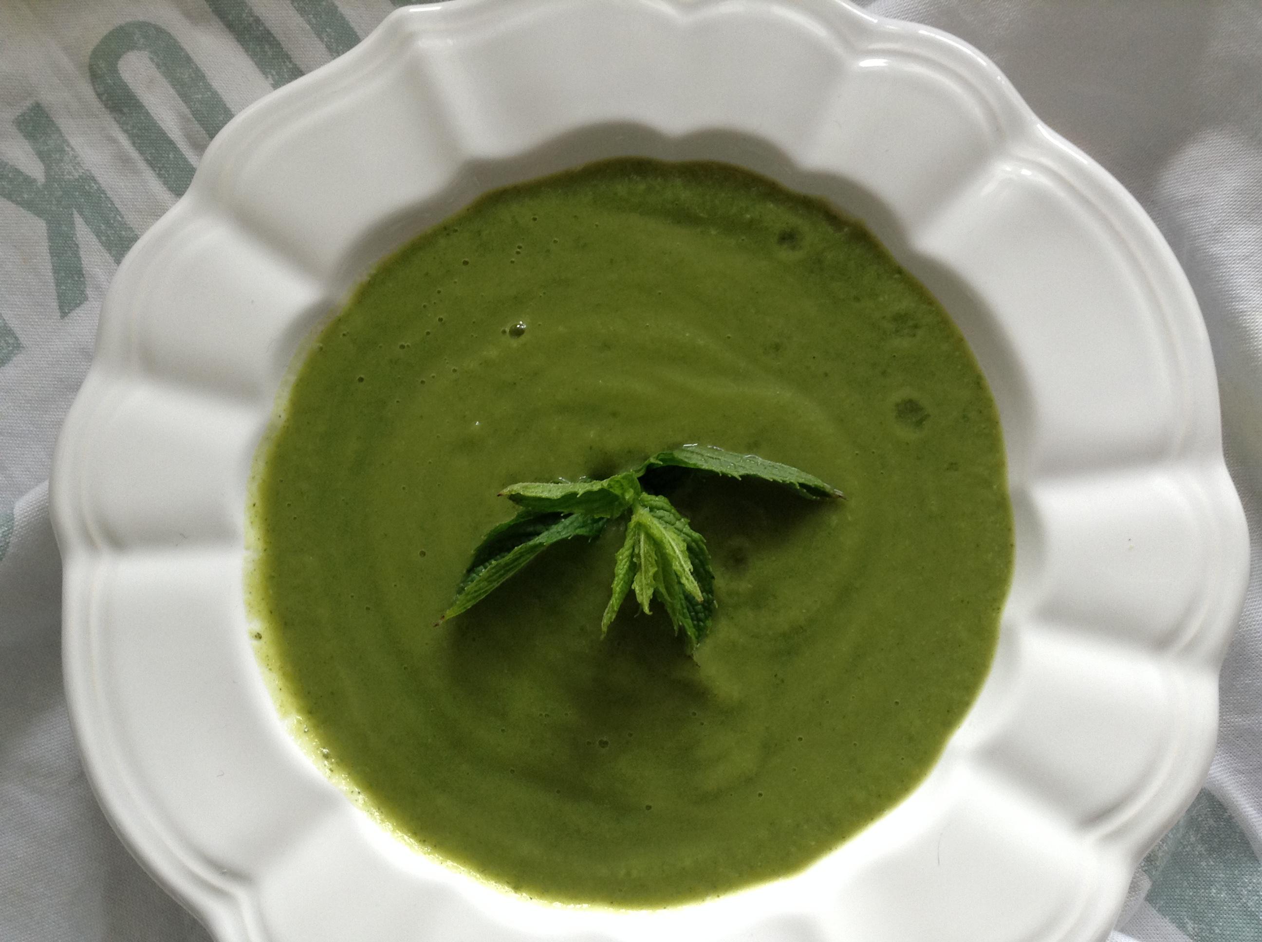 Peas, courgette, rocket & mint soup