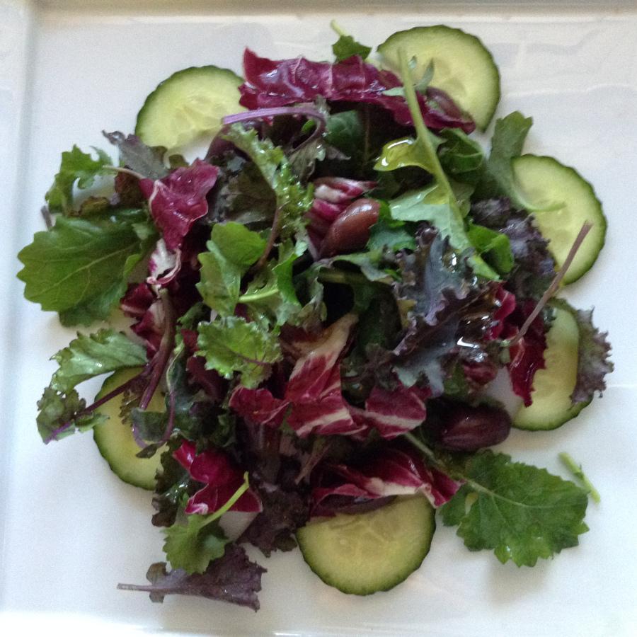Baby kale and black olives salad