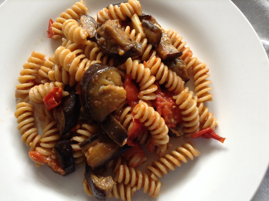 Roasted aubergines & tomatoes pasta