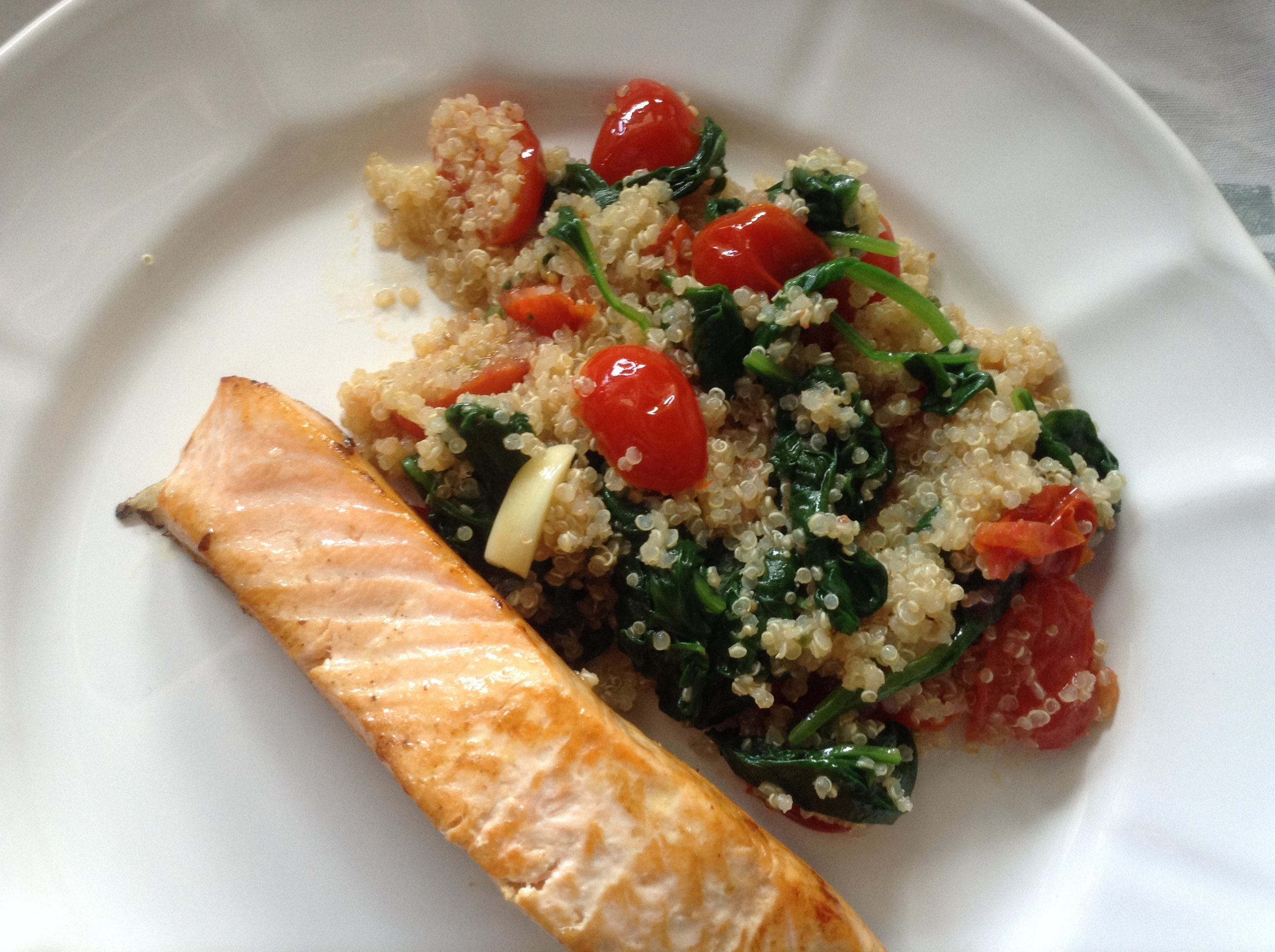 "Spinach and cherry tomatoes ""quinotto"""