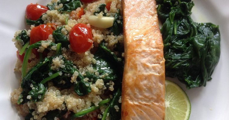 "Salmon with spinach & cherry tomatoes ""quinotto"""