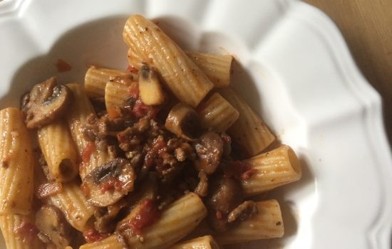Semi-wholewheat rigatoni with mushrooms ragu' (bolognese sauce)