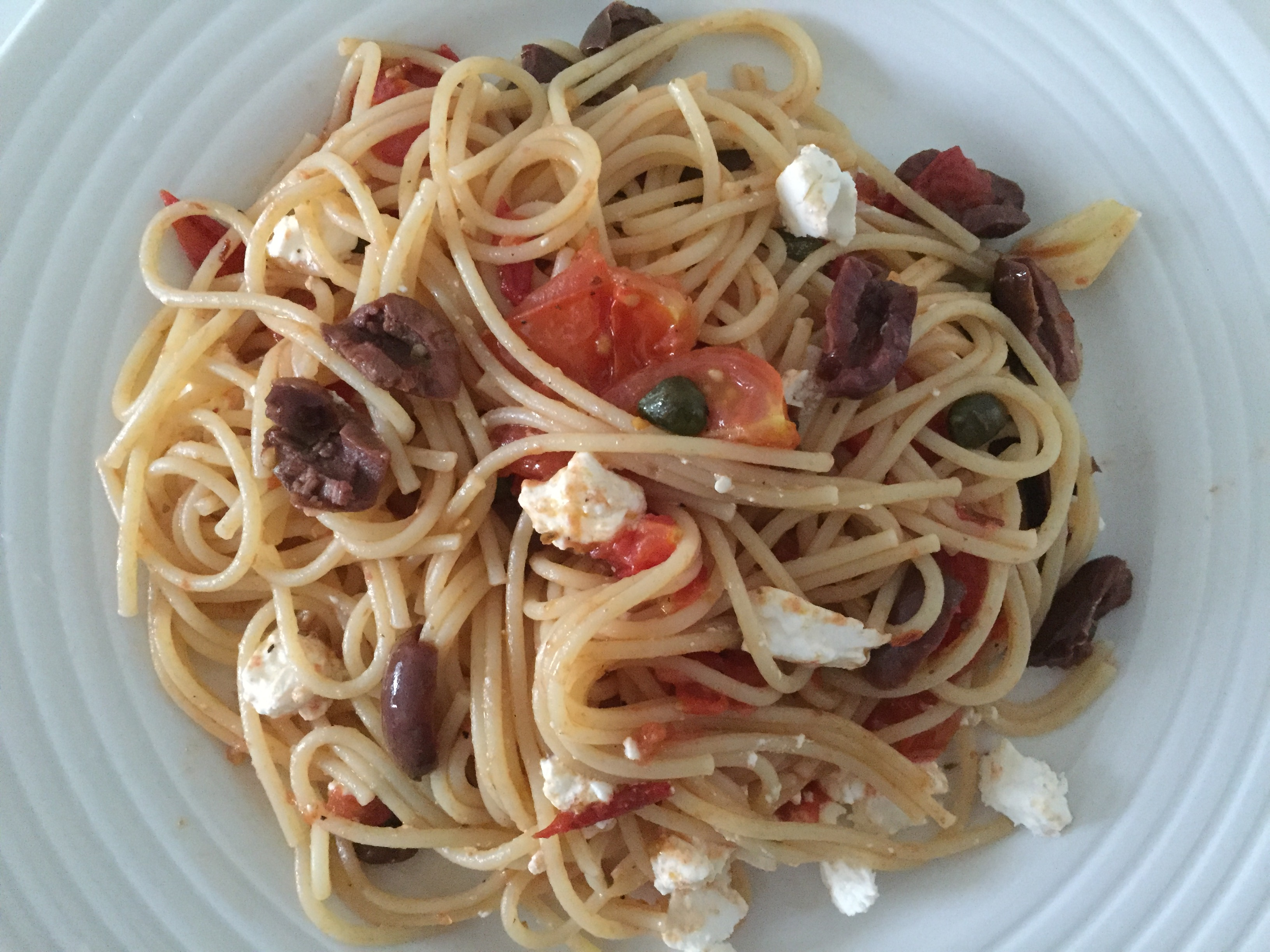 Feta, tomatoes & olives spaghetti