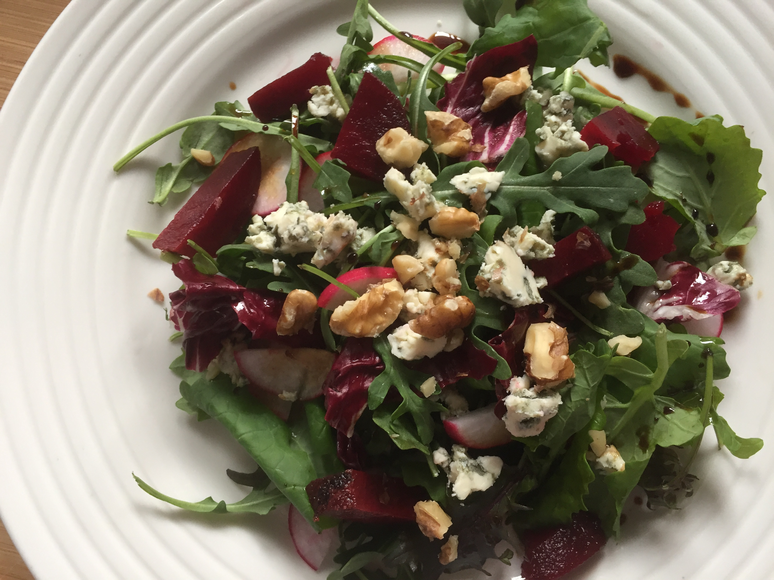 The ultimate Christmas salad: kale, beetroots, Stilton & walnuts with a clementine vinagrette.