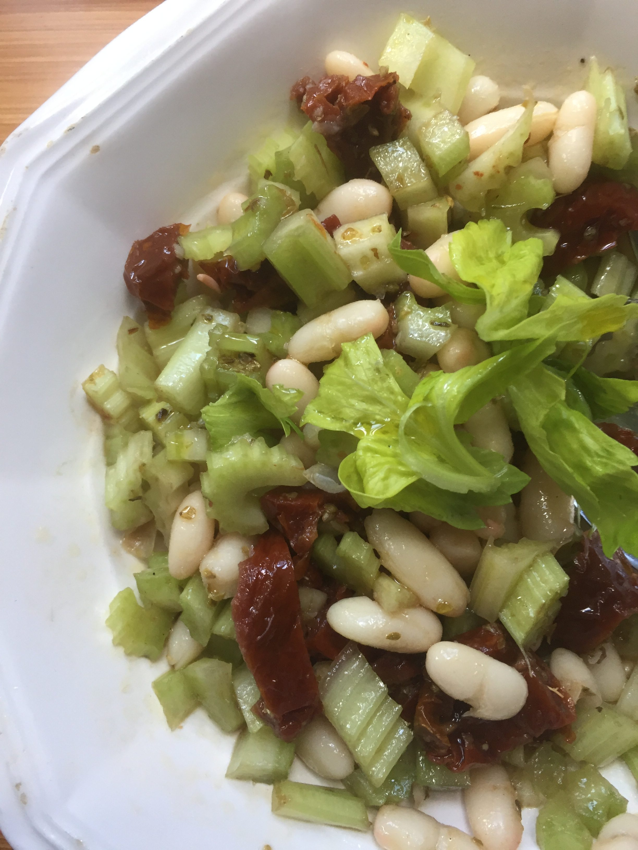 Sundried tomatoes, celery and white beans salad