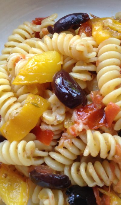 Peppers, tomatoes and olives pasta