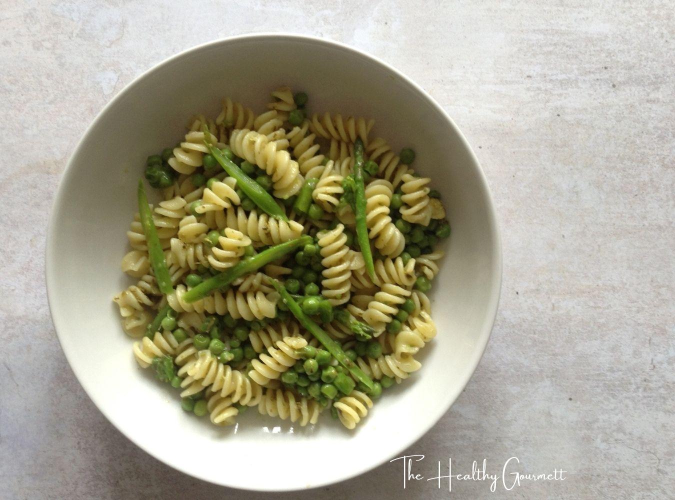 Pasta with pesto, asparagus and peas